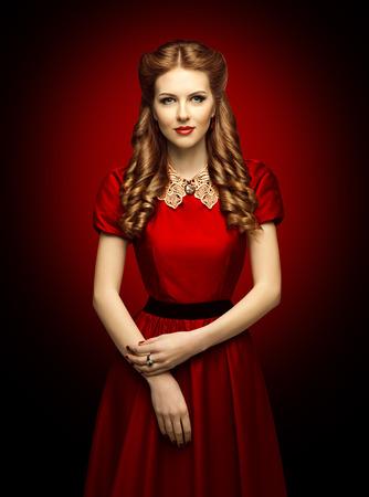 Vrouw Red Dress, Fashion Model in Retro Kleding Lace Collar Stockfoto