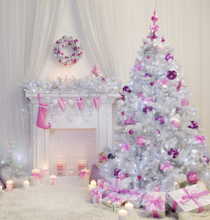 Christmas Tree Interior, Xmas Fireplace in Pink Decorated Indoors, Fantasy Room Archivio Fotografico
