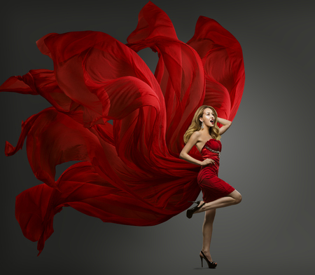 Fashion Model Red Dress, Woman Dancing in Flying Fabric Gown, Waving Fluttering Cloth Foto de archivo