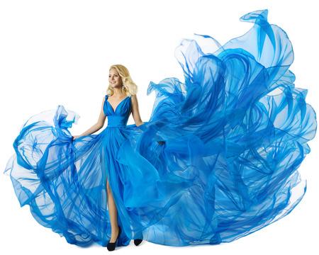 moda ropa: Moda Baile Modelo en azul vestido de la tela del vuelo, que agita Mujer en el vestido, el paño que fluye aislado más de blanco