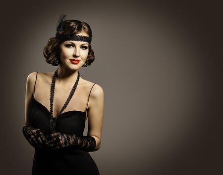 Retro Mode Schönheit, schöne Frau Porträt, Mädchen Altertümlich Frisur Make-up-Kleid, über grauem Hintergrund