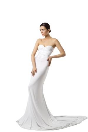 Robe de mariée de mariée de modèle de mode, robe de beauté de femme, longs vêtements de soie, isolés sur fond blanc Banque d'images