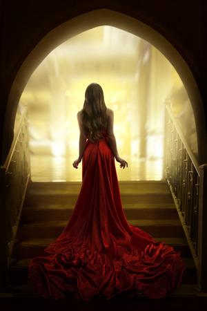 Elegante, mulher, silueta, em, longo, vestido vermelho, senhora, costas traseiro, vista, modelo moda, vestido, tecido, waving, ligado, escadas