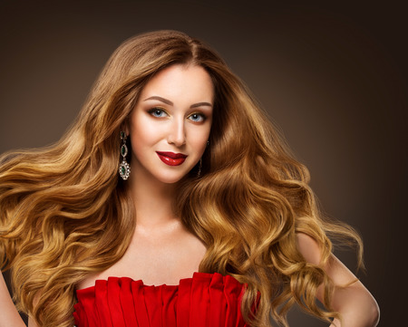 Fashion Models Hairstyle Beauty Portrait, Beautiful Woman Red Lips Makeup and Long Brown Hair Banco de Imagens