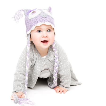 Baby Crawling on White Background, Happy Kid in Wool Hat, Beautiful Girl Portrait One Year Old Archivio Fotografico