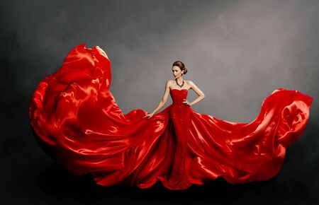 Woman Red Dress, Fashion Model in Long Silk Gown Waving Cloth on Wind, Flying Fluttering Fabric Banque d'images