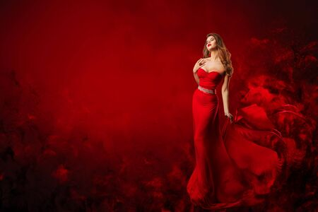Beautiful Fashion Model in Red Dress, Woman Beauty Portrait, Elegant Lady in Long Sexy Gown Banque d'images