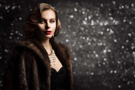 Rich Woman in Fur Coat, Fashion Model Glamour Portrait, Old Fashioned Lady Well Dressed over Dark Bokeh Background Banco de Imagens