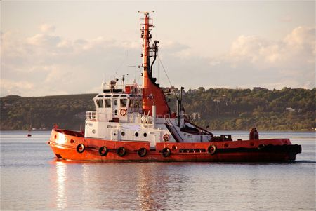 A tug waiting for custommers