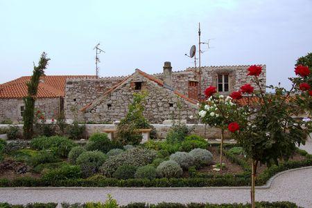 medioevo: Il giardino di un monastero medievale