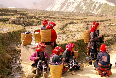 sapa: People in tradional folkloristic costumes