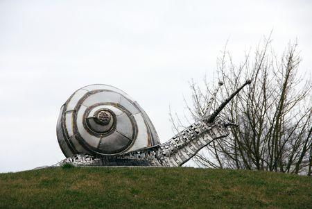 metal sculpture: Una scultura metallica di una lumaca