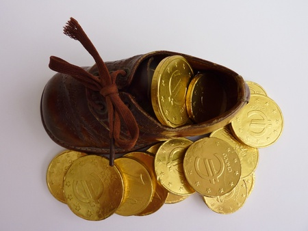 Imitation euro coins in a children shoe from Sinterklaas Stockfoto