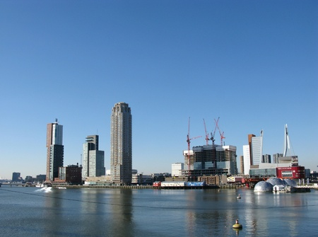 maas: Skyscrapers and other buildings along the river Meuse in Rotterdam in the Netherlands