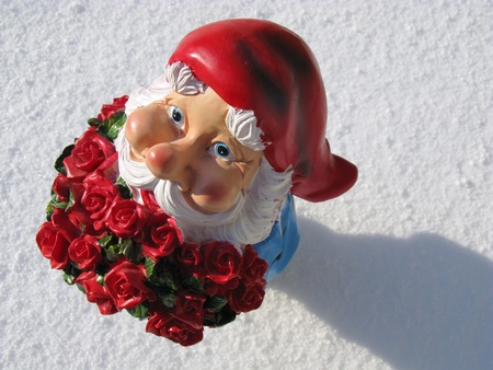 kobold: A garden gnome with roses for Valentine