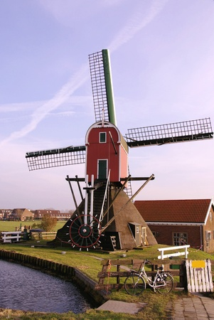 ade: The hollow post mill in Oud Ade in the Netherlands