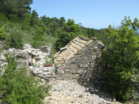 drystone: Dry stone walls with a small stable in the hills of the island Vis in Croatia