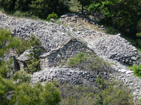 drystone: Dry stone walls and in a animal stable in the hills of the island Vis in Croatia