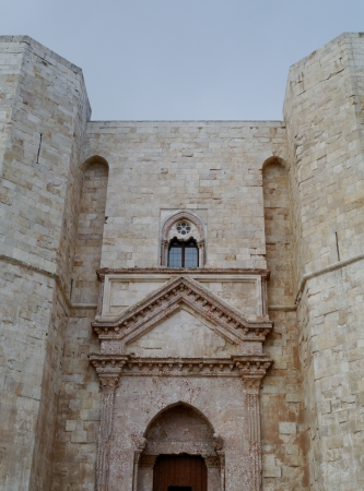 octogonal: El castillo del monte un castillo octogonal en Apulia en Italia