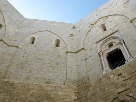 octagonal: Un detalle del castel del monte un castillo octogonal en Apulia en Italia