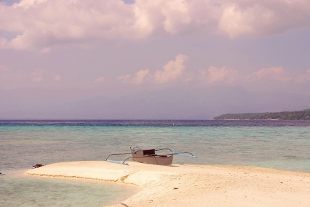 sandbar: The sandbar with changing shapes on Sumilon island in the Philippines