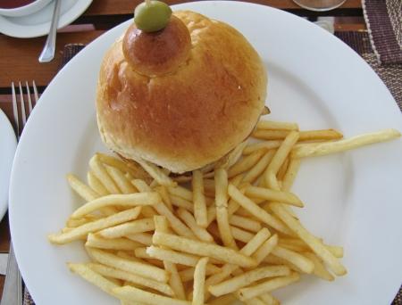 frites: A hamburger with french frites