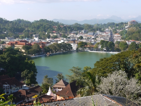 The major city Kandy with the lake and and a panoramic vieuw on the historic city in Sri Lanka Stock Photo - 18233098
