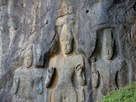 Rock sculptures in Burduruwagale a complex of buddhist temples near wellawaya in Sri Lanka Stock Photo - 18230044