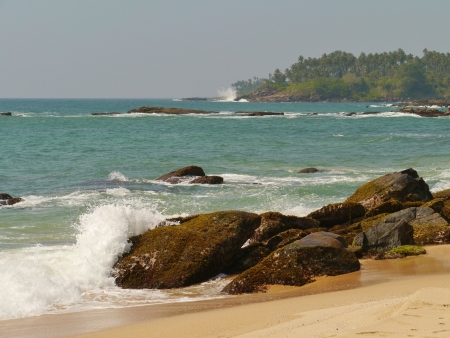The Indian ocean with waves and breakers on the coast of Sri Lanka Stock Photo - 18229909
