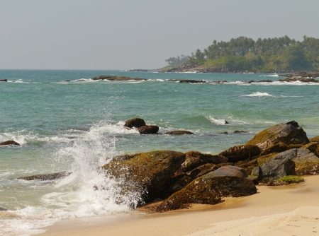 The Indian ocean with waves and breakers on the coast of Sri Lanka Stock Photo - 18216374