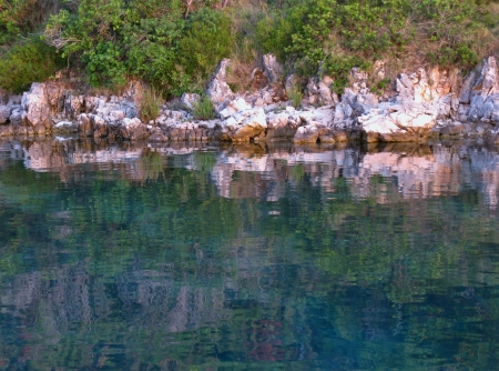 The colors of a rocky coast in a bay in the Adriatic sea of Croatia Stock Photo - 18272262