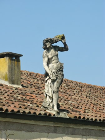 entranceway: Statue on the roof of a outbuilding of the villa Rotonda near Vicenza in Italy Stock Photo