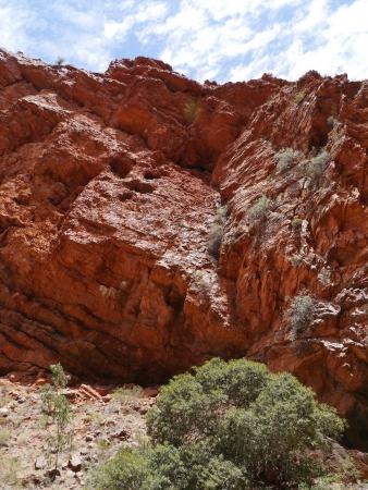 ranges: Ellery Creek grande buco nel West McDonnell spazia nel Territorio del Nord in Australia Archivio Fotografico