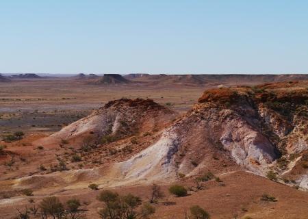 mesas: A striking rocky landscape of flat topped mesas called the breakaways near Cooper Pedy in Australian  Stock Photo