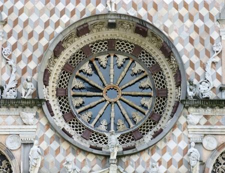 cappella: Un detalle de la Cappella Colleoni una iglesia y mausoleo en B�rgamo, en el norte de Italia Foto de archivo
