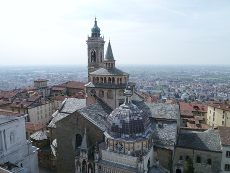 cappella: La Cappella Colleoni es una iglesia y el mausoleo y la Bas�lica di Santa Maria Maggiore de B�rgamo, en el norte de Italia