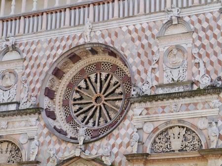 cappella: Un detalle de la Capilla Colleoni una iglesia y mausoleo en B�rgamo, en el norte de Italia Foto de archivo