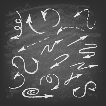 Vector hand getrokken pijlen pictogrammen instellen op krijtbord. Abstracte vector illustratie.