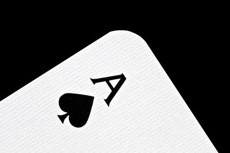 as de picas: As de picas aislados sobre fondo negro