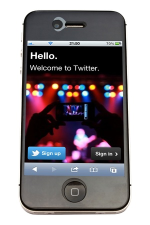 Twitter website display on iPhone 4s screen