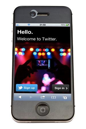Twitter website display on iPhone 4s screen