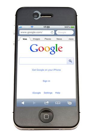 google: Sitio web de Google que aparece en una pantalla de iPhone