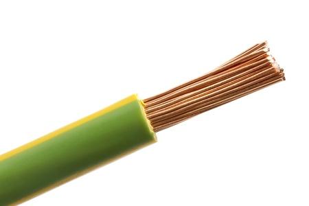 cobre: Eelectrical cables aislados sobre fondo blanco