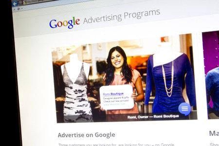 コンピューター画面に表示される Google のウェブサイト