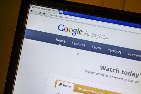 コンピューター画面上に Google のウェブサイト表示 報道画像