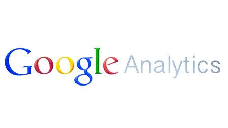 白い背景の上の Google Analytics のクローズ アップ 報道画像