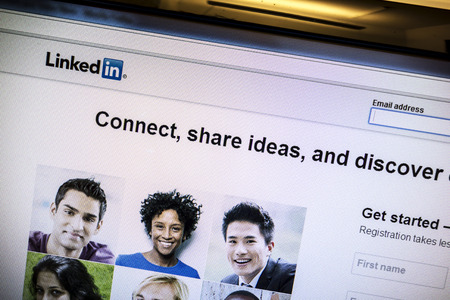 Linkedin website op een computerscherm Stockfoto - 26475166
