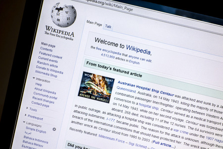 Wikipedia website displayed on a computer screen  Redactioneel