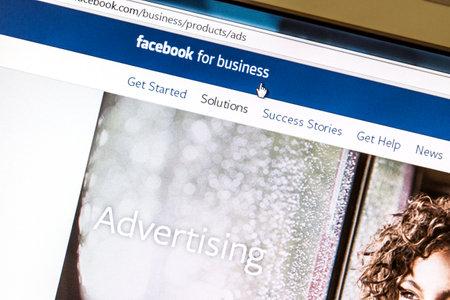 エステルスンド, スウェーデン - 2014 年 8 月 3 日クローズ アップ Facebook の広告 Facebook のコンピューターの画面上のページは、ウェブ上の最大の社会 報道画像