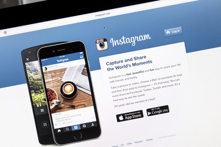 Instagram でのサイトのコンピューターの画面閉じます。Instagram は、オンラインの携帯写真共有、ビデオ共有、ソーシャルネットワー キング サービス 報道画像